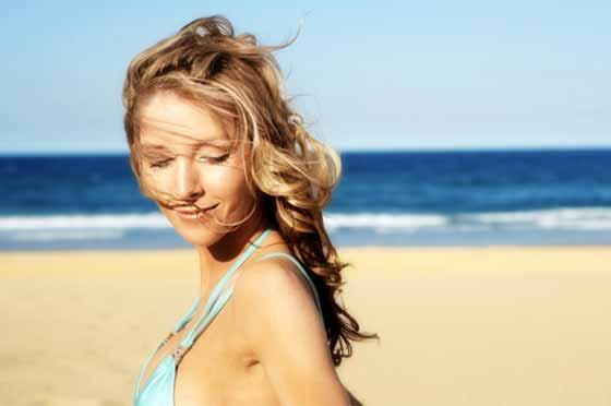 summer-hair-woman-at-beach