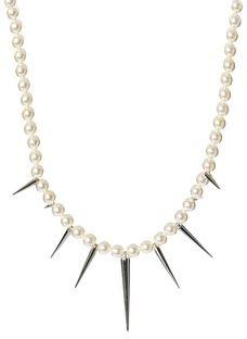 Seksi biserna ogrlica