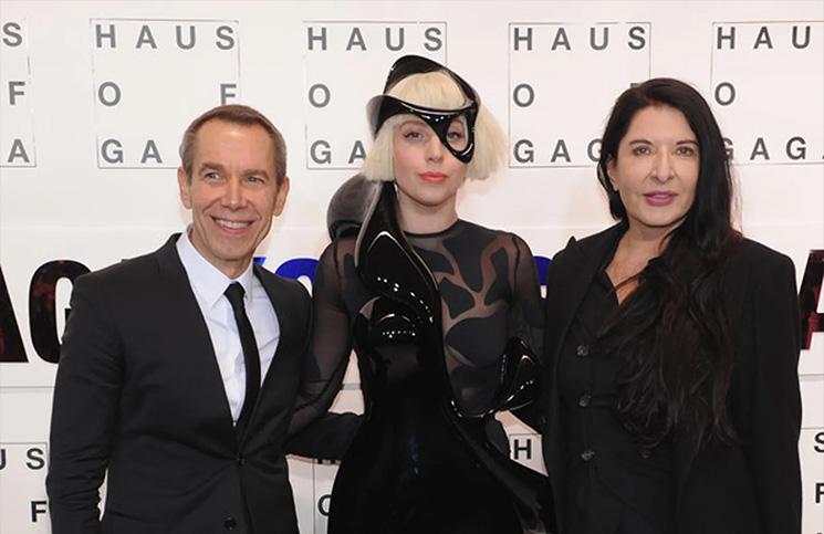 Gola Lady Gaga upražnjava vežbe po metodu Marine Abramović