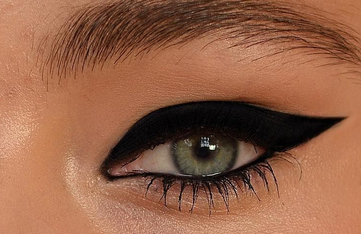 Koji ajlajner odgovara plavim očima