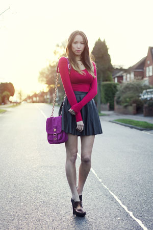 Kožna suknja i bluza kako nositi