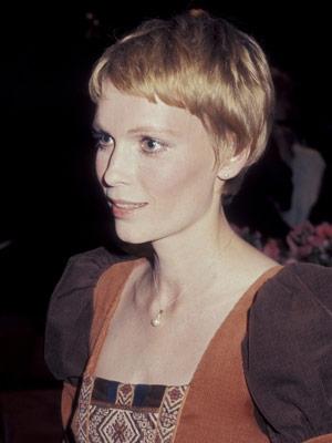 Mia Farrow frizura