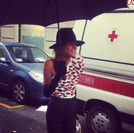 Anna Dello Russo sa kišobranom