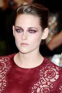 Oči i crvena haljina