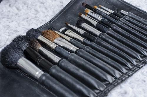Za čišćenje kozmetičkih četkica