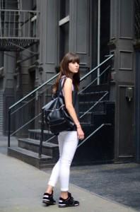 Bele farmerke i kvalitetne bluze