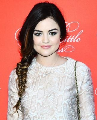 Lucy Hale frizura