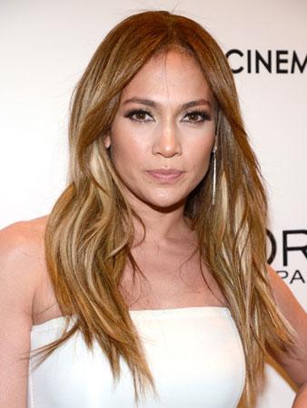 Duga talasasta kosa – Jennifer Lopez