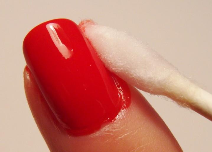Da popravite lak za nokte