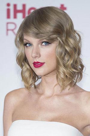 Taylor Swift – Kovrdžava bob frizura