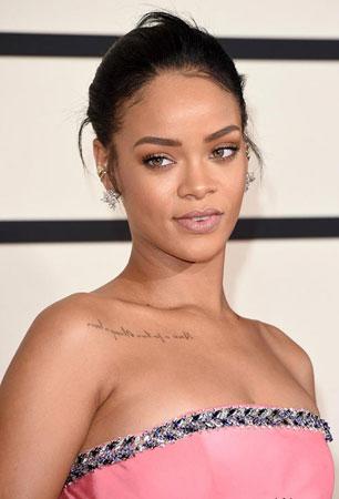 Rihanna – Punđa i minimalistički makeup
