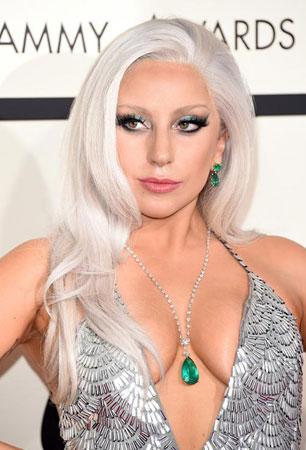 Lady Gaga – Srebrna kosa i plava senka