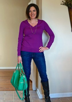zelena torba uz ljubicasto