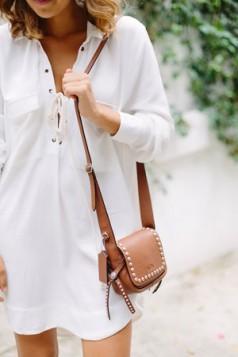 tan torba i bela kosulja