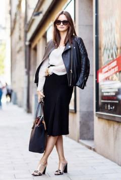 kozna jakna bela bluza crna suknja