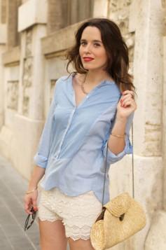 heklani sortc i jednostavna plava bluza