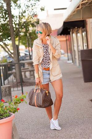 teksas sortc uz leopard print bluzu i patike