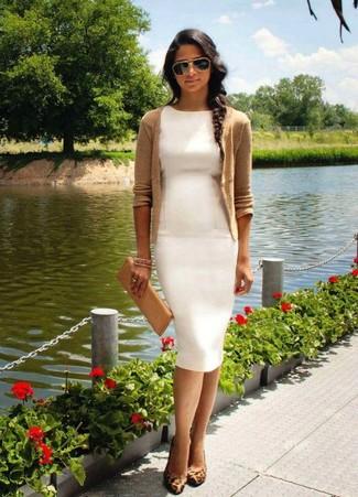 bela haljina i tan bluza
