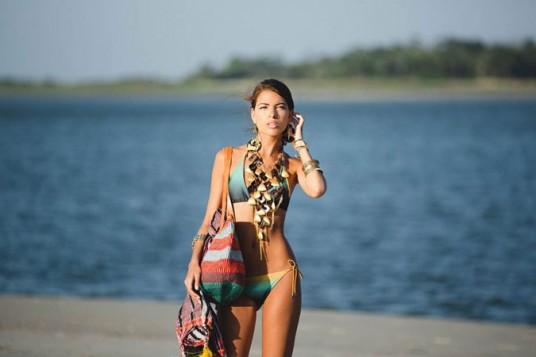 glomazne ogrlice na plazi