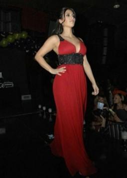 crvena duga haljina i kais