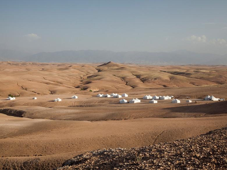 Un-campement-new-age-dans-les-dunes_exact780x585_l