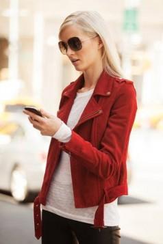 crvena plisana jakna