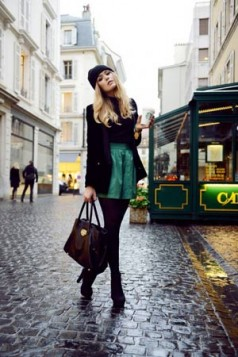 crne hulahopke i tamno zelene pantalonice