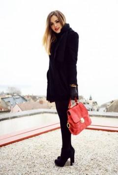 crne hulahopke i crvena torba