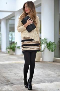 crne hulahopke i suknja sa printom