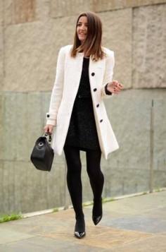 crne hulahopke i beli kaput