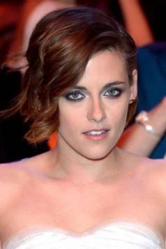 pozadi kratka napred duza frizura Kristen Stewart