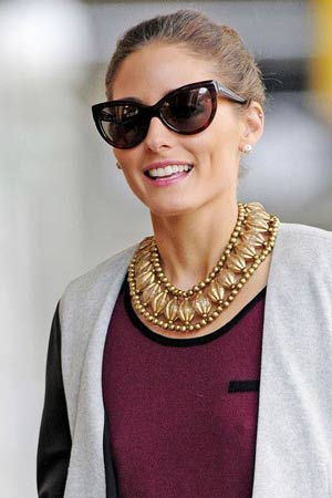 zlatna ogrlica uz dnevni outfit