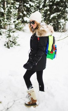 cizme za sneg uz crni outfit