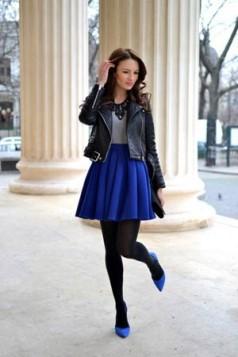 kraljevsko plave cipele i suknja