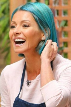 Kelly Ripa tirkizno plava kosa