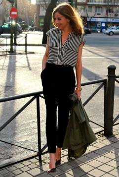 crne pantalone i crno bela bluza