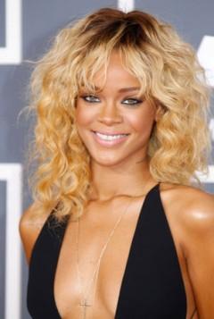 Rihanna puterasto plava
