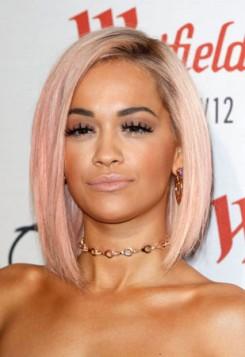 Rita Ora quartz roze boja kose