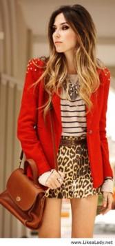 prugasta bluza suknja sa animal printom i crveni sako
