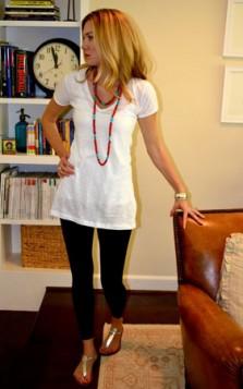biserni lancic i bela majica