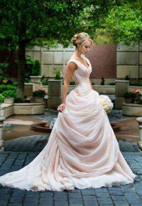 moderna balska vencanica u nezno roze boji