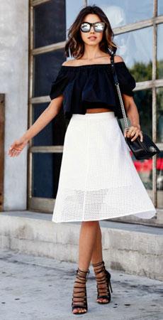bluza sa spustenim ramenima uz suknju