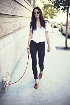 bela bluza farmerice i oxford cipele