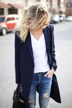 bela bluza farmerice i oversized blejzer