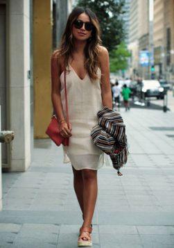 bela slip haljina