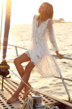 bela providna haljina