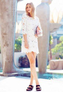 birkenstock papuce uz belu haljinu