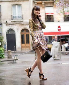 sandale sa platformom uz haljinu sa printom