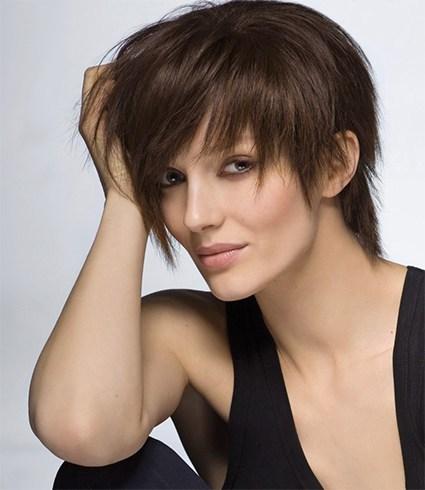 kratka frizura sa asimetricnim siskama