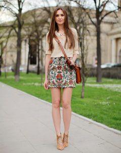 lagana bluza i mini suknja sa printom